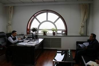 宋忠宪就共建法学院工作与黑龙江大学法学院院长董玉庭进行研究交流